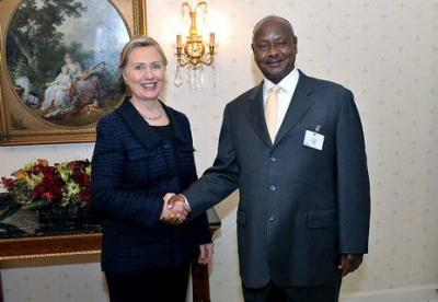 President Yoweri Museveni shaking hands in former US Secretary of State Hillary Clinton. Photograph by US State Department.