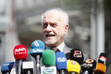 Deputy Prime Minister for energy Hussain al-Shahristani speaks during a ceremony for the opening of new units at the Basra refinery in Basra province, March 1, 2014. (REUTERS/Essam Al-Sudani)